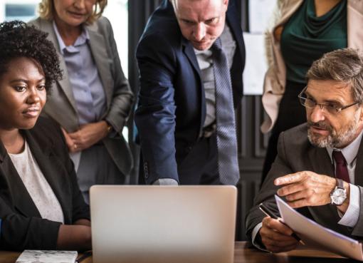 A segunda fase do eSocial para empresas com faturamento até R$ 78 milhões foi iniciada. Essa etapa envolve o envio de dados dos trabalhadores e seus vínculos empregatícios até 9 de janeiro de 2019.